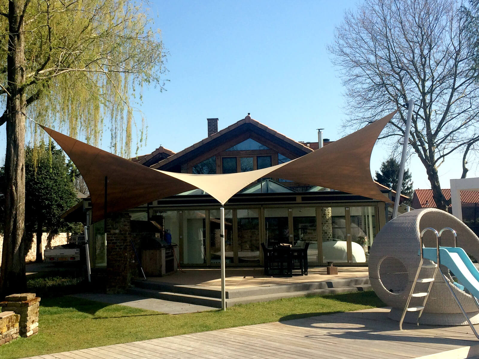 Our textile roof carport is Tailor based on your aesthetic and functional needs