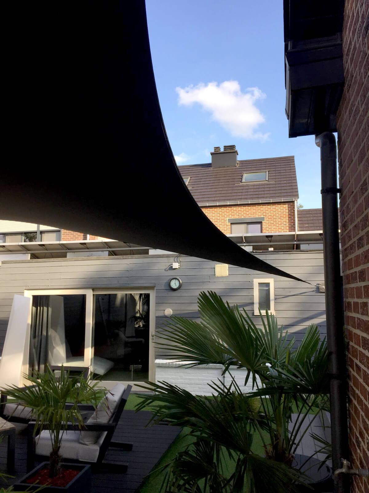 Design overkapping van zeil doek als zonnezeil systeem op dakterras - Texstyleroofs