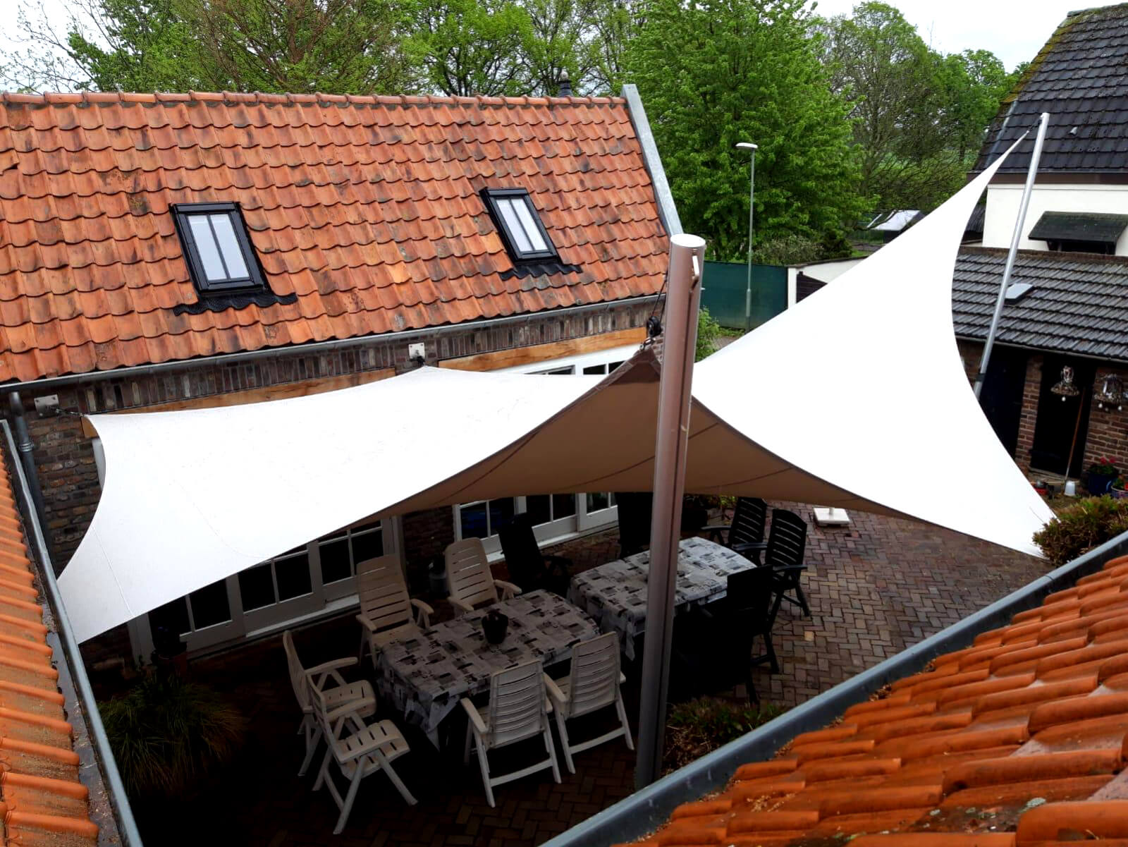 A stand-alone Texstyleroof is not just a shade sail but an actual roof